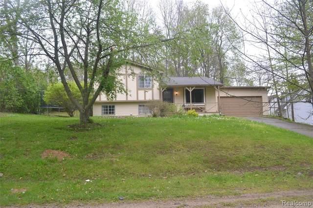 2040 Palisades Drive, Ortonville, MI 48462 (MLS #R2210032768) :: Berkshire Hathaway HomeServices Snyder & Company, Realtors®