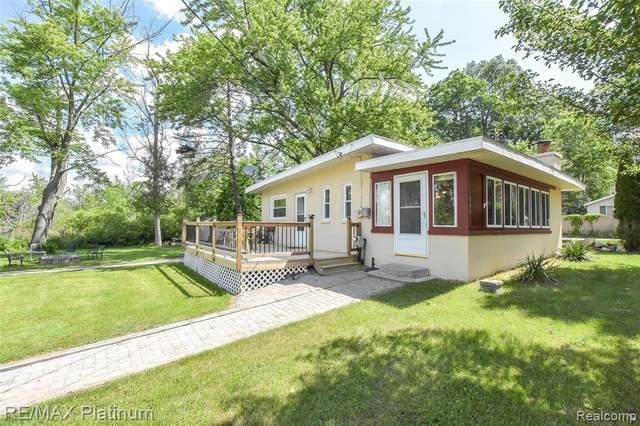 11080 Island Drive, Pinckney, MI 48169 (MLS #R2210044717) :: Berkshire Hathaway HomeServices Snyder & Company, Realtors®