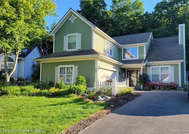2629 Hilltop Lane, Howell, MI 48843 (MLS #R2210046947) :: Berkshire Hathaway HomeServices Snyder & Company, Realtors®
