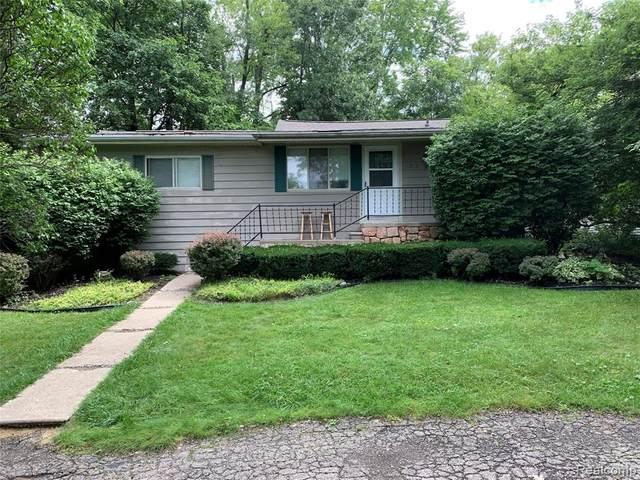 4025 Fieldview Ave, West Bloomfield, MI 48324 (MLS #R2210056950) :: Berkshire Hathaway HomeServices Snyder & Company, Realtors®