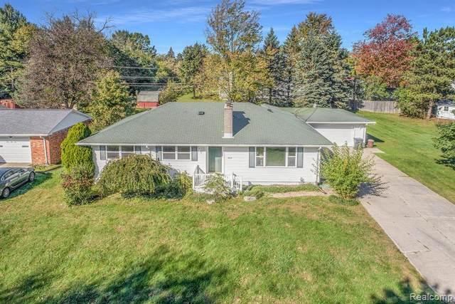 384 Pocahontas Trail, Oxford, MI 48371 (MLS #R2210086812) :: Berkshire Hathaway HomeServices Snyder & Company, Realtors®
