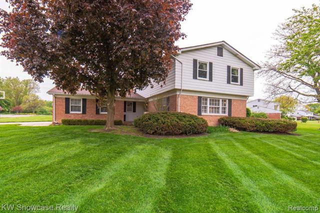 5382 Centerbrook Dr, West Bloomfield, MI 48322 (MLS #R219049100) :: The Toth Team