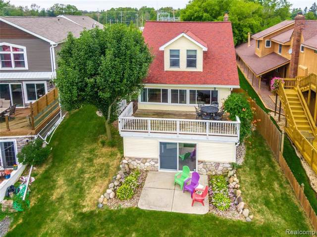11465 Torrey Rd, Fenton, MI 48430 (MLS #R219094678) :: The Toth Team