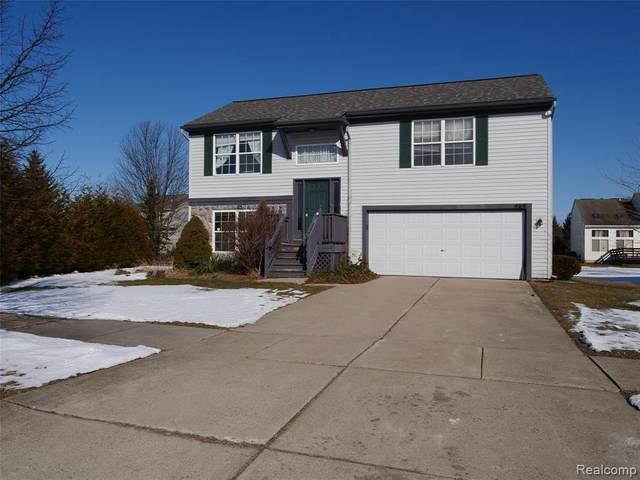 469 Andover Woods Crt, Fenton, MI 48430 (MLS #R2200013875) :: Berkshire Hathaway HomeServices Snyder & Company, Realtors®