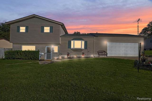 425 Laurie Dr, Flushing, MI 48433 (MLS #R2200076390) :: Berkshire Hathaway HomeServices Snyder & Company, Realtors®