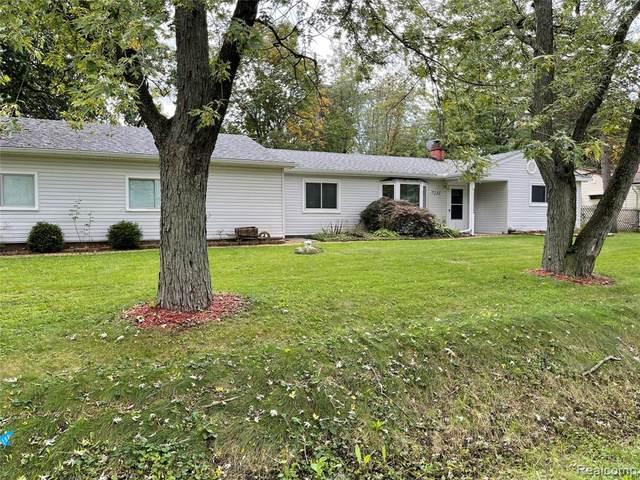 7231 Richardson Road, West Bloomfield, MI 48323 (MLS #R2210085662) :: Berkshire Hathaway HomeServices Snyder & Company, Realtors®