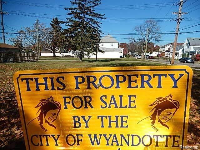 1 13th Street, Wyandotte, MI 48192 (MLS #R215120978) :: Berkshire Hathaway HomeServices Snyder & Company, Realtors®