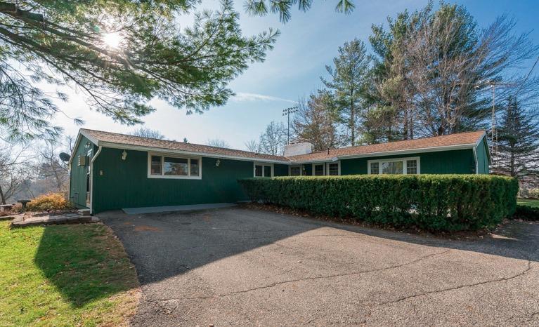 615 N Freer Road, Chelsea, MI 48118 (MLS #3246986) :: Berkshire Hathaway HomeServices Snyder & Company, Realtors®