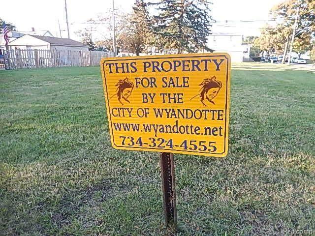 0-Vacant Plum Street, Wyandotte, MI 48192 (MLS #R216064487) :: Berkshire Hathaway HomeServices Snyder & Company, Realtors®