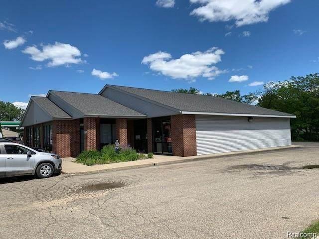 8389 Silver Lake Road A & B, Linden, MI 48451 (MLS #R2200079707) :: Berkshire Hathaway HomeServices Snyder & Company, Realtors®