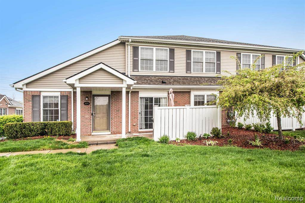 42251 Hanover Drive - Photo 1