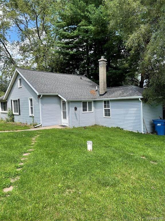 7085 Colony Drive, West Bloomfield, MI 48323 (MLS #R2210061737) :: Berkshire Hathaway HomeServices Snyder & Company, Realtors®