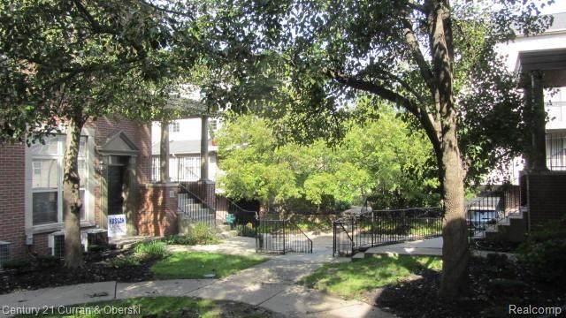 29 W Village Lane, Dearborn, MI 48124 (MLS #R2210079386) :: Berkshire Hathaway HomeServices Snyder & Company, Realtors®
