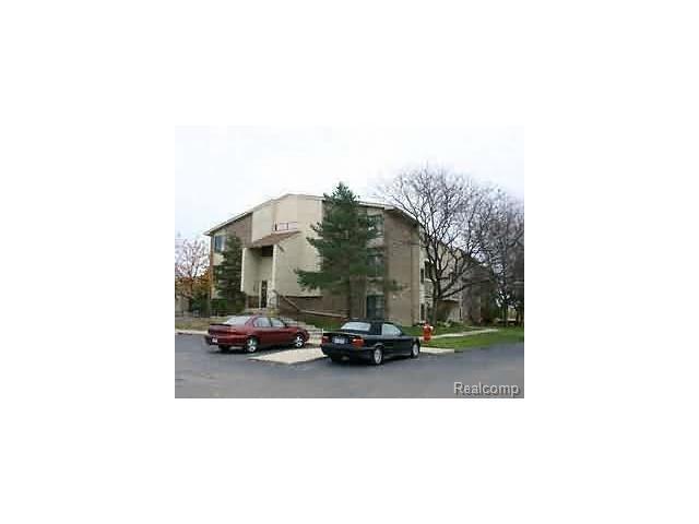 30445 14 Mile Road #61, Farmington Hills, MI 48334 (MLS #R217041562) :: The Toth Team