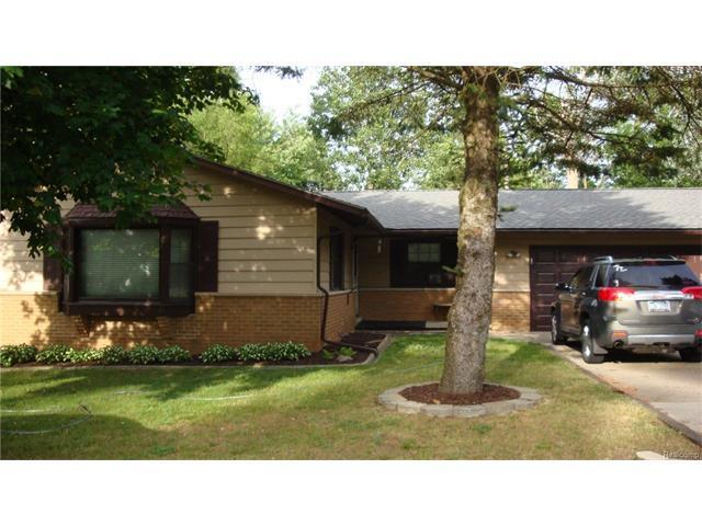 225 S Williams Lake Road, Waterford, MI 48327 (MLS #R217054893) :: The Toth Team