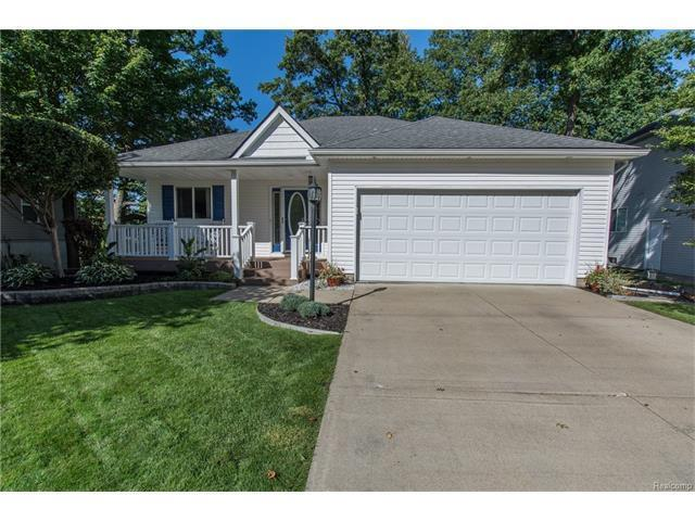 1355 Sherwood Forest, Waterford, MI 48327 (MLS #R217081343) :: The Toth Team