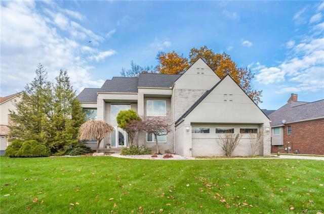 1139 Forest Bay Drive, Waterford, MI 48328 (MLS #R217103859) :: The Toth Team