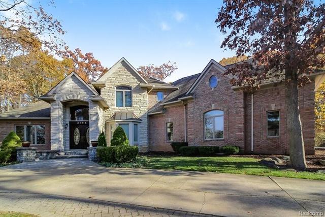 3195 W Beach Lake Drive W, Milford, MI 48380 (MLS #R217104477) :: Berkshire Hathaway HomeServices Snyder & Company, Realtors®