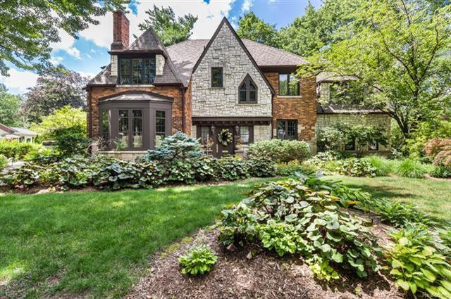 204 S Glengarry Road, Bloomfield Hills, MI 48301 (MLS #R217104664) :: Berkshire Hathaway HomeServices Snyder & Company, Realtors®
