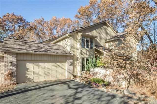 1161 Glenpointe, Bloomfield Hills, MI 48304 (MLS #R217110197) :: Berkshire Hathaway HomeServices Snyder & Company, Realtors®