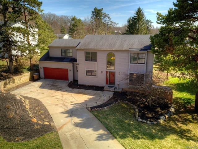 10272 Harpers Ferry, Whitmore Lake, MI 48189 (MLS #R218032129) :: The Toth Team