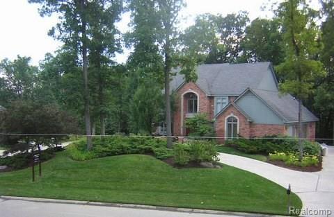 5590 Walnut Ridge Crt, West Bloomfield, MI 48322 (MLS #R218068340) :: The Toth Team