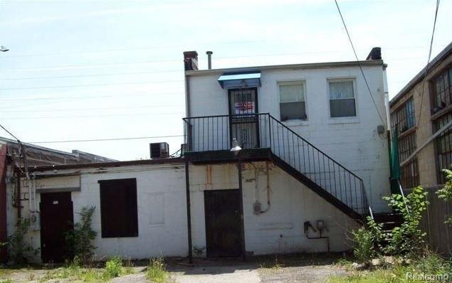5548 E 8 Mile Rd, Warren, MI 48091 (MLS #R218103348) :: The Toth Team