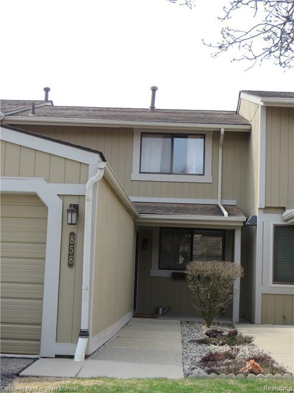 858 Yorktown Crt, Northville, MI 48167 (MLS #R219035193) :: Berkshire Hathaway HomeServices Snyder & Company, Realtors®