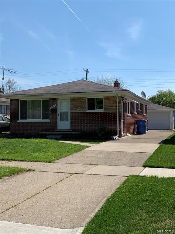 6600 N Silvery Ln, Dearborn Heights, MI 48127 (MLS #R219045163) :: The Toth Team