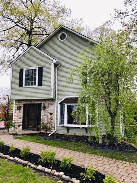 30622 Young Dr, Gibraltar, MI 48173 (MLS #R219046978) :: The Toth Team