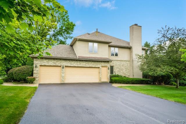 6220 Wildwood Ln, West Bloomfield, MI 48324 (MLS #R219062297) :: Berkshire Hathaway HomeServices Snyder & Company, Realtors®