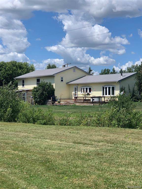 13351 Fisher Rd, Melvin, MI 48454 (MLS #R219082476) :: The Toth Team