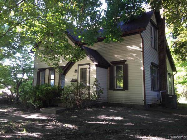 527 E Clinton St, Howell, MI 48843 (MLS #R219095163) :: Berkshire Hathaway HomeServices Snyder & Company, Realtors®