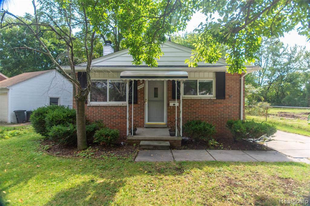 1203 Cedarhill Dr - Photo 1