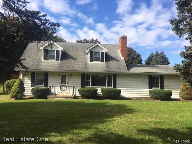 9680 Peer Rd, South Lyon, MI 48178 (MLS #R219106874) :: Berkshire Hathaway HomeServices Snyder & Company, Realtors®