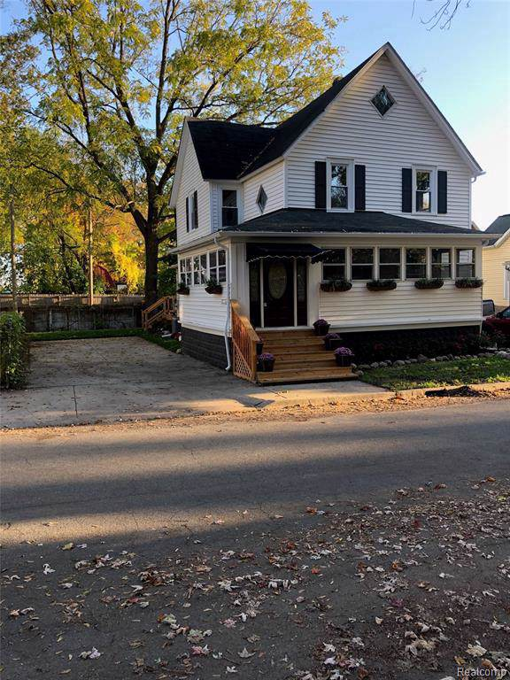 327 Law Street, Lapeer, MI 48446 (MLS #R219107910) :: Berkshire Hathaway HomeServices Snyder & Company, Realtors®