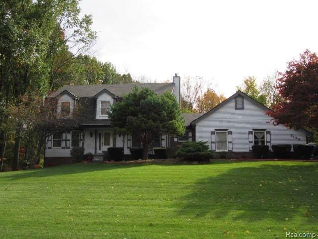 8135 Pine Ridge Dr, Clarkston, MI 48346 (MLS #R219114357) :: Berkshire Hathaway HomeServices Snyder & Company, Realtors®