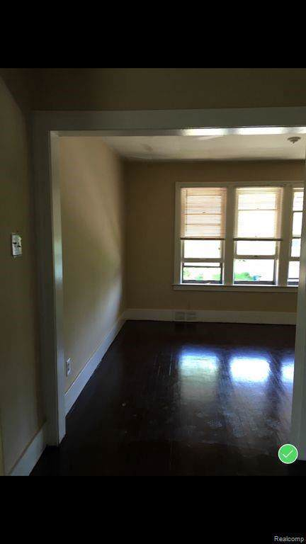 11083 Whithorn St, Detroit, MI 48205 (MLS #R219114907) :: Berkshire Hathaway HomeServices Snyder & Company, Realtors®