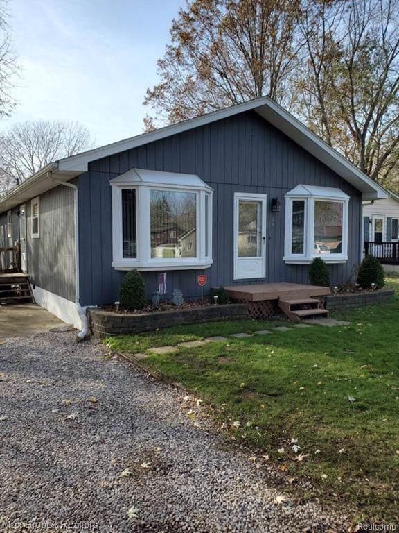371 North Ave, Algonac, MI 48001 (MLS #R219115702) :: Berkshire Hathaway HomeServices Snyder & Company, Realtors®