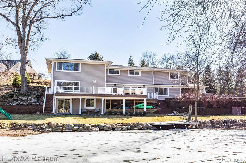 3660 Lakeview Dr - Photo 1