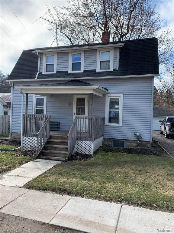 205 School St, Almont, MI 48003 (MLS #R2200023893) :: Berkshire Hathaway HomeServices Snyder & Company, Realtors®