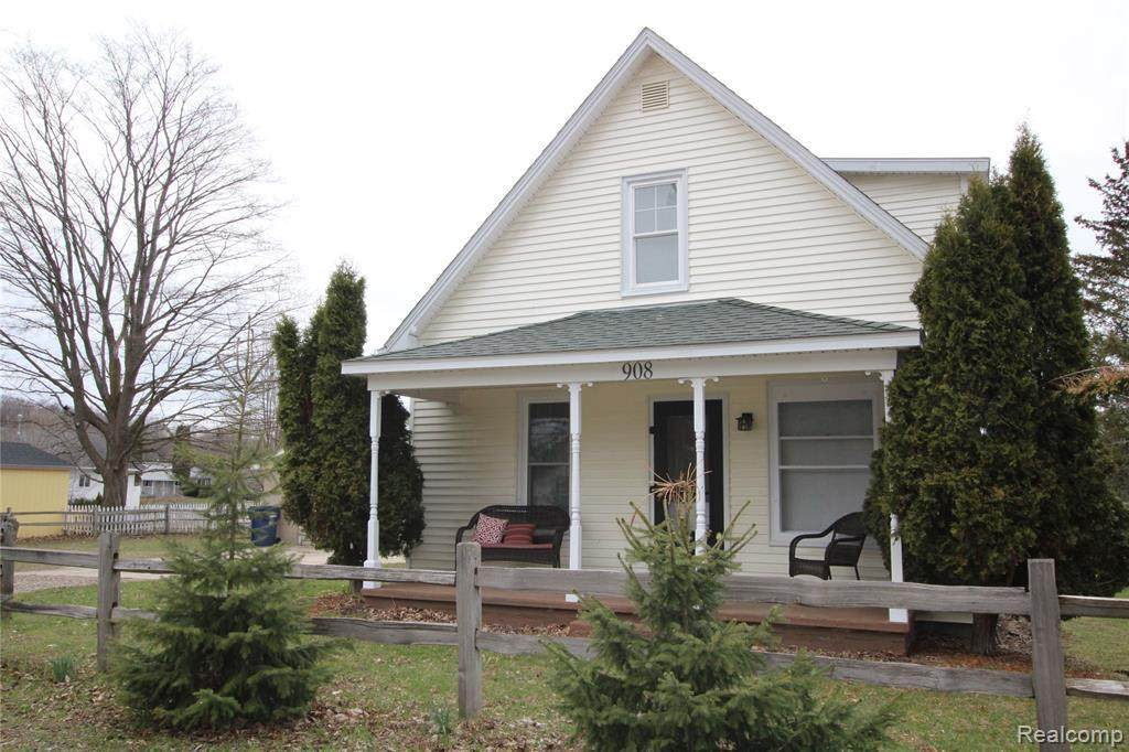 908 Pleasant Ave - Photo 1