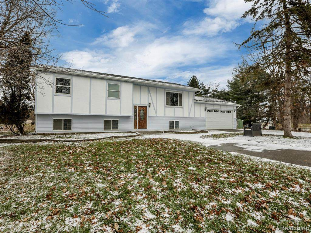 1075 Orion Rd - Photo 1
