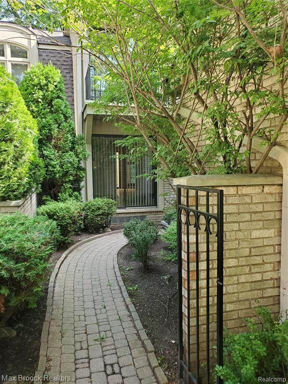 1199 Hillpointe Cir, Bloomfield Hills, MI 48304 (MLS #R2200075751) :: Berkshire Hathaway HomeServices Snyder & Company, Realtors®