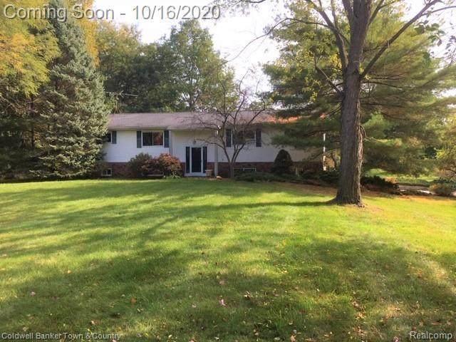 1795 Peavy Rd, Howell, MI 48843 (MLS #R2200084576) :: Berkshire Hathaway HomeServices Snyder & Company, Realtors®
