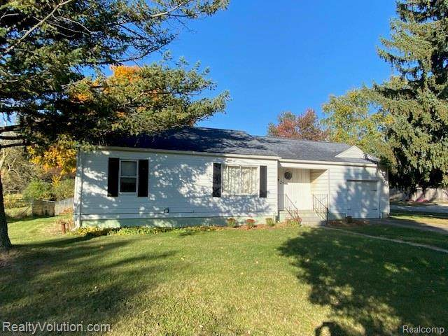 620 S Almont Ave, Imlay City, MI 48444 (MLS #R2200085661) :: Berkshire Hathaway HomeServices Snyder & Company, Realtors®