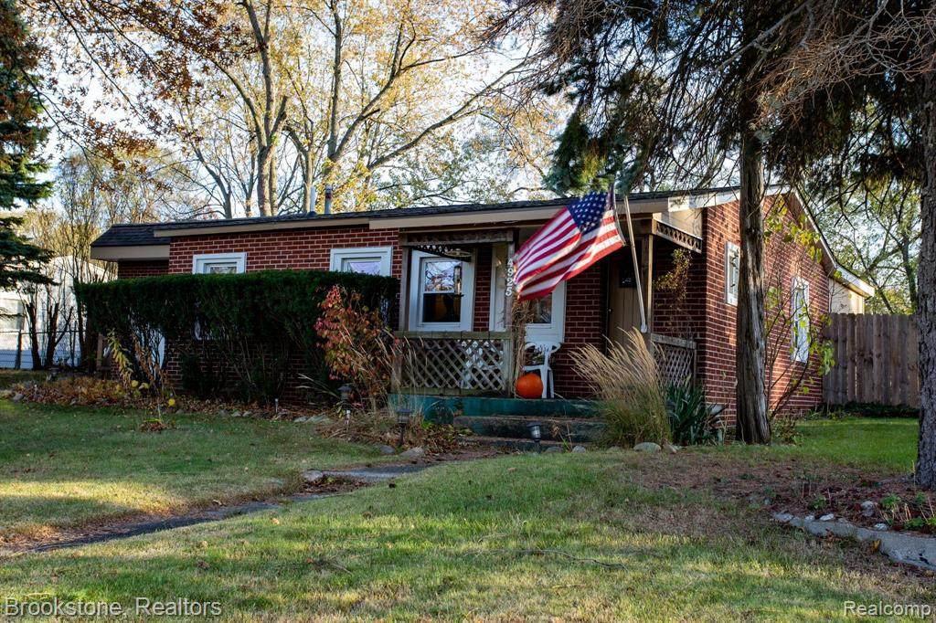 4925 Pontiac Lake Road - Photo 1