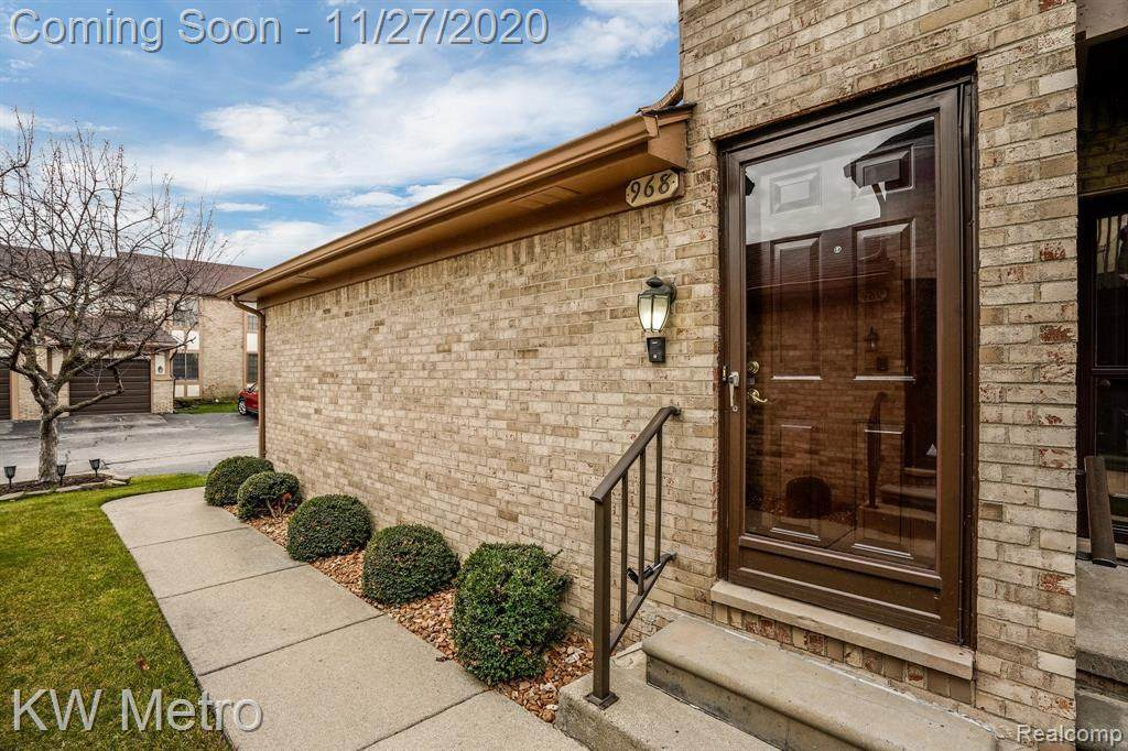 968 Country Club Dr - Photo 1