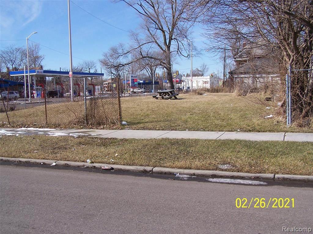 958 Burlingame Street - Photo 1