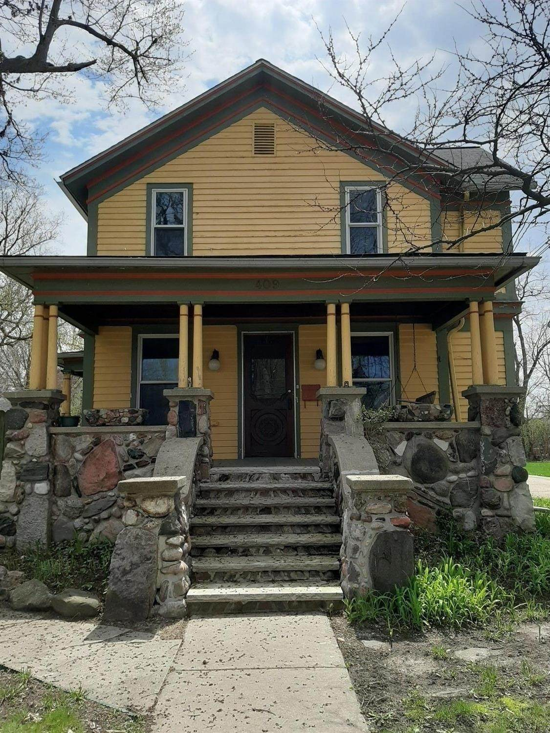 409 Middle Street - Photo 1